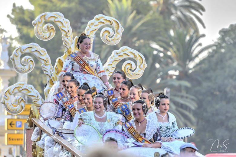 Batalla de flores - Falleras mayores de la comarcal de l'Horta Sud por Miguel Santamaría Vicent.