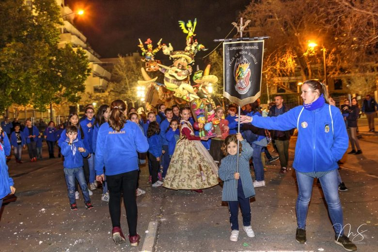 Recogida Ninot Infantil por Miguel Santamaría Vicent.