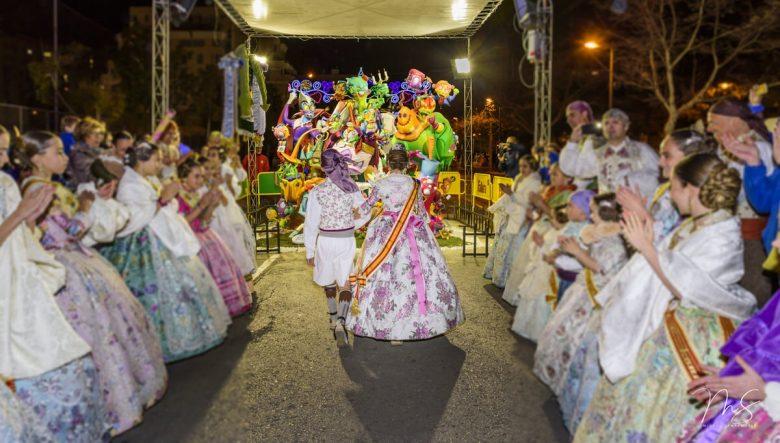 Recogida de premios - Falla infantil por Miguel Santamaría Vicent.
