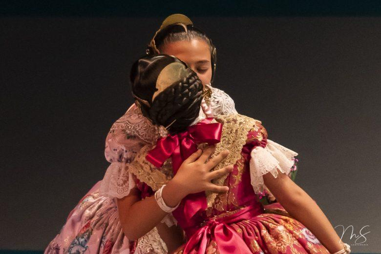 Zaira y Daniela por Miguel Santamaría Vicent.