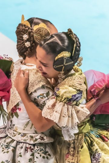 Sara y María por Miguel Santamaría Vicent.
