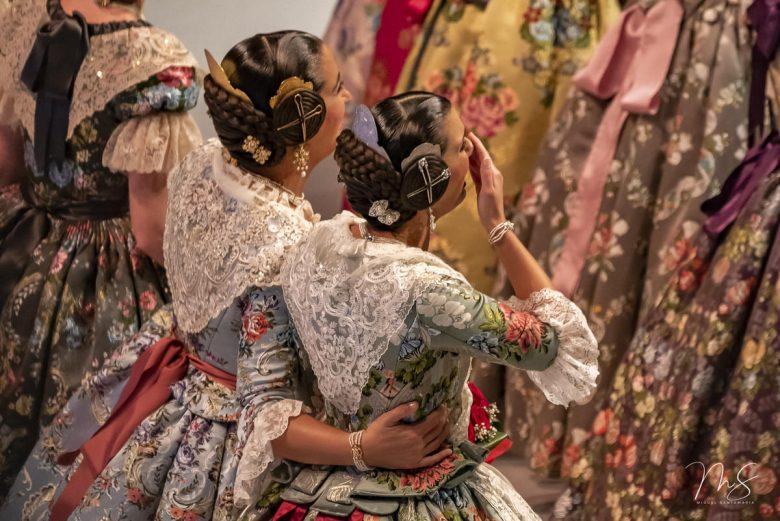 Elena y Ana por Miguel Santamaría Vicent.