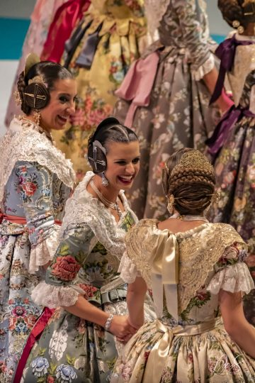 Marta, Elena y Ana por Miguel Santamaría Vicent.