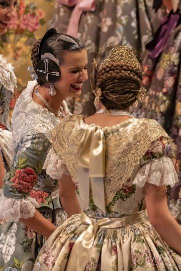 Marta y Elena por Miguel Santamaría Vicent.